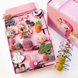 Набор детских заколок. Розовый 24 штук в подарочной коробочке.