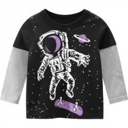 Кофта для мальчика, реглан, черная. Космонавт - скейтер.