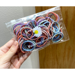 Набор резинок для волос. Диаметр 3 см. 100 штук. 5 цветов с надписью.