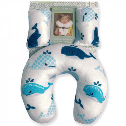 Подушка под шею с накладками на ремень для новорожденного. Синие киты.