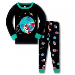 Пижама для мальчика, черна. Ракета летящая вокруг планеты.