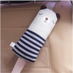 Подушка под шею, накладка на ремень безопасности. Мишка в синем свитере.