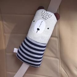 Подушка под шею, накладка на ремень безопасности. Медведь в синем свитере.