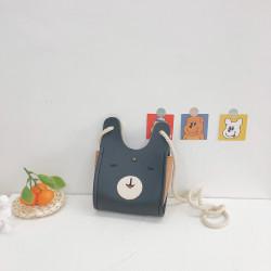 Сумка детская, сумка через плечо, черная. Веселый заяц.