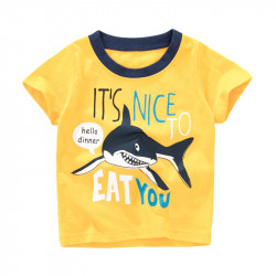 Футболка для мальчика, желтая. Акула на охоте.