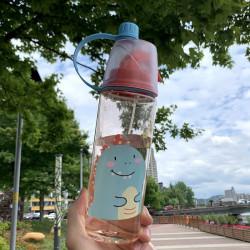 Бутылка с распылителем пластиковая, розовая. Кролик. 600 мл.