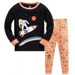 Пижама для мальчика, черная. Космонавт - серфер.